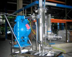 Mobilny zestaw filtracyjny wykonany ze stali kwasoodpornej dla przemysłu farmaceutycznego i spożywczego. Niska chropowatość powierzchni po elektropolerow
